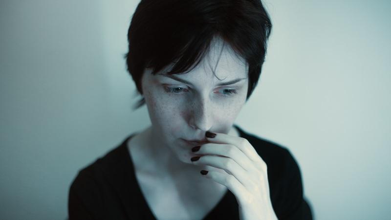 Peur du rejet et de l'abandon : les 9 signes que vous en souffrez
